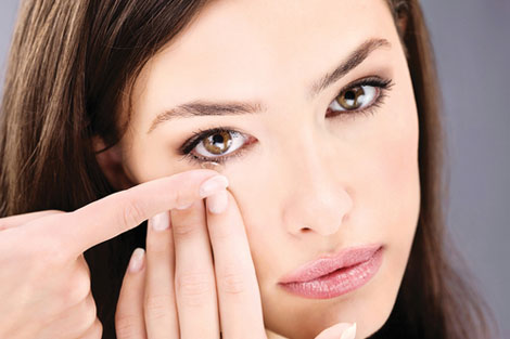 3 Common Mistakes Contact Lens Wearers Make